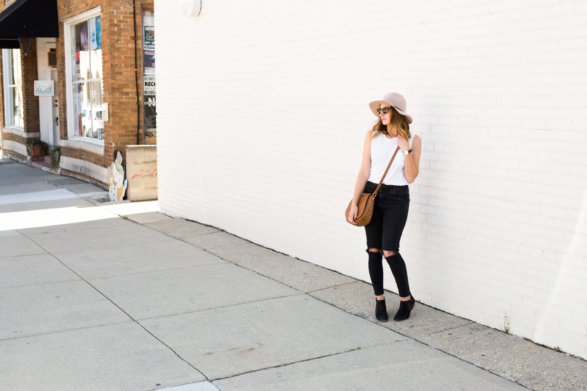 casual weekend look on allweareblog.com | mom style | black ripped jeans