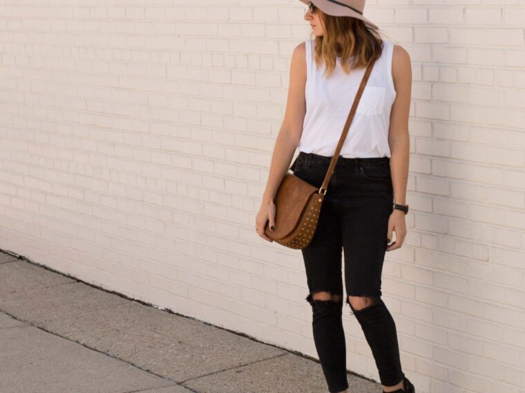casual weekend look on allweareblog.com | mom style | black ripped jeans