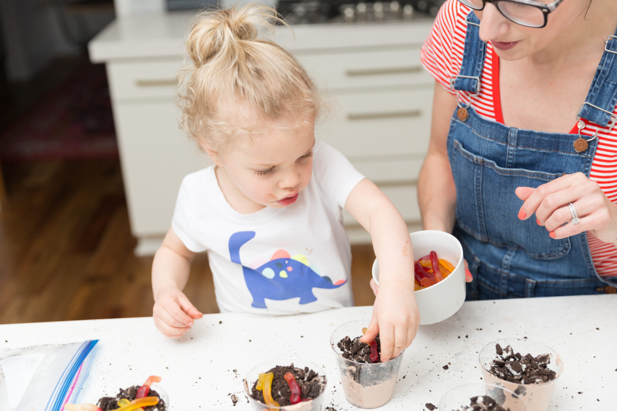 How to make dirt cups for earth day | easy desserts you can make with toddlers | how to get your toddler to help in the kitchen on allweareblog.com