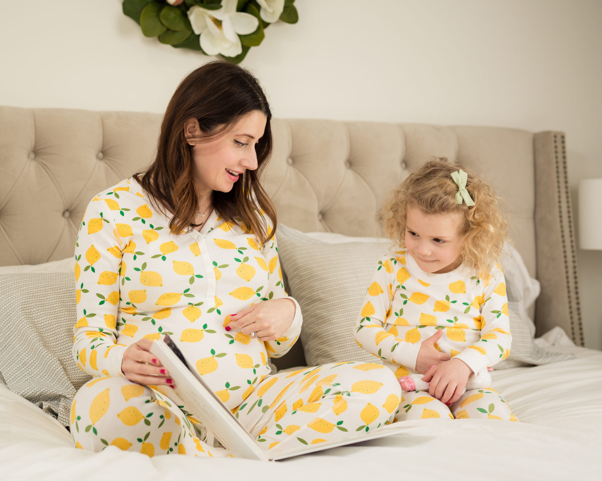 mommy and me matching pajamas | hanna andersson family pajamas on allweareblog.com